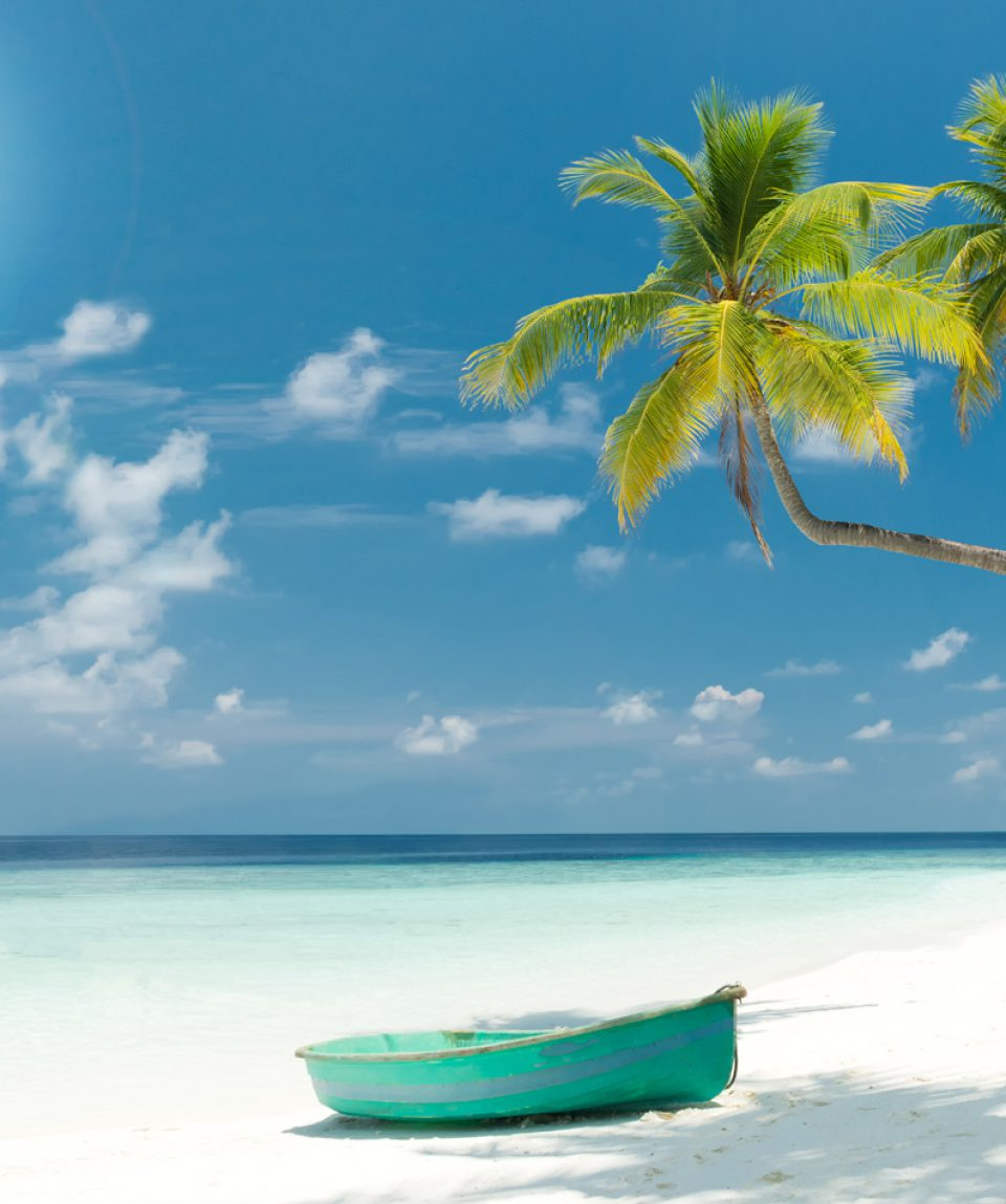 Strand Panorama mit Boot auf den Malediven