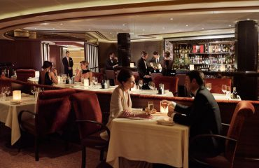 silversea-luxury-cruises-silver-muse-atlantide-restaurant-couple
