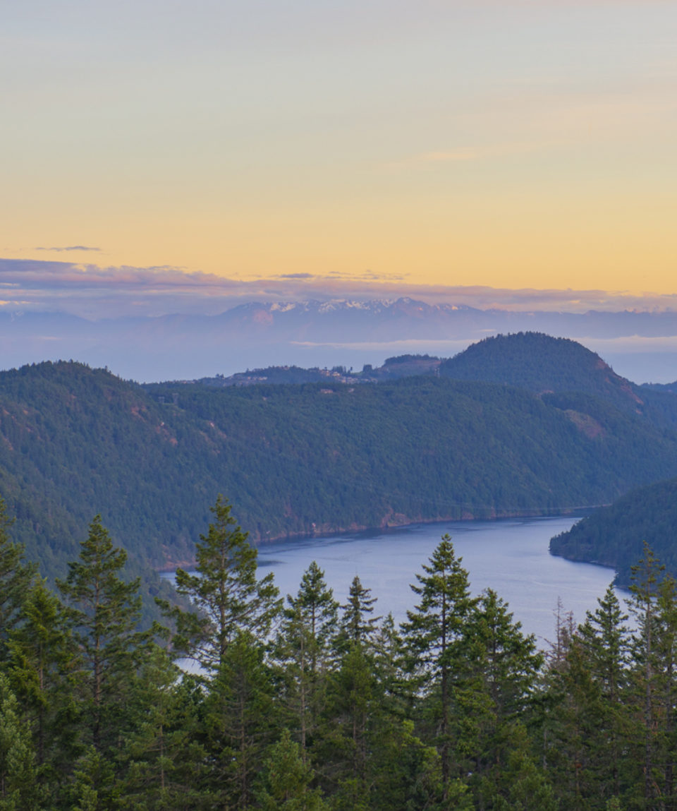 Sunset view of the Saanich inlet and gulf islands in Vancouver I
