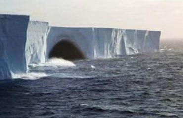 silversea-luxury-cruises-antarctica-drake-passage-iceberg